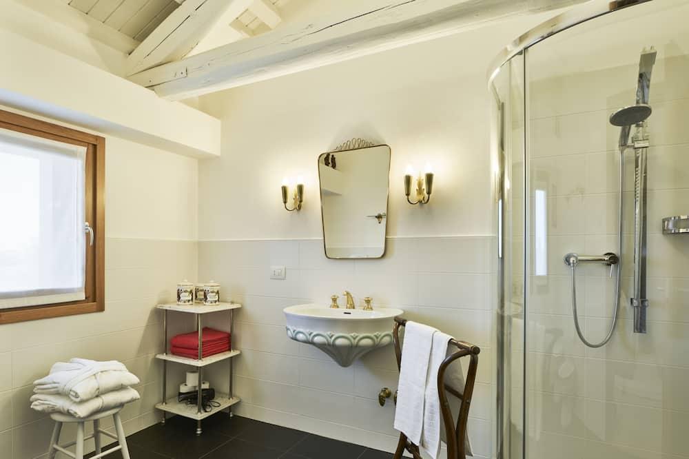Loft (30s) - Bathroom