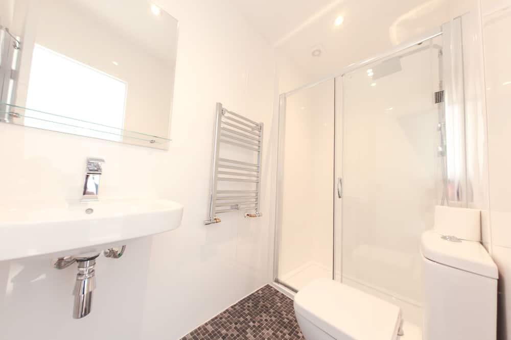 Comfort szoba két külön ággyal, 2 egyszemélyes ágy, konyharész - Fürdőszoba