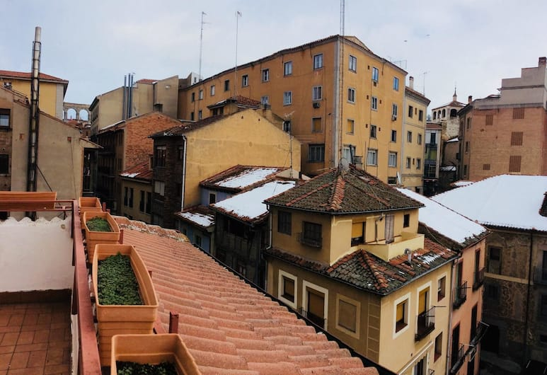 Apartment With 4 Bedrooms in Segovia, With Wifi, Segovia, Front of property