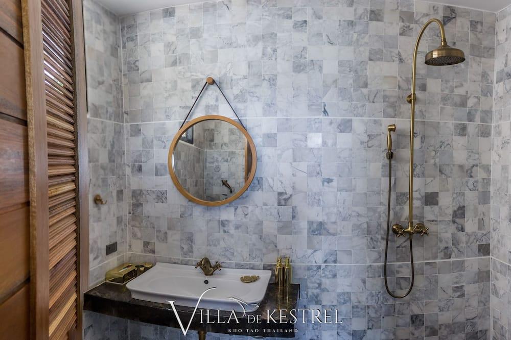 2 Bedrooms Villa - Dusche im Bad