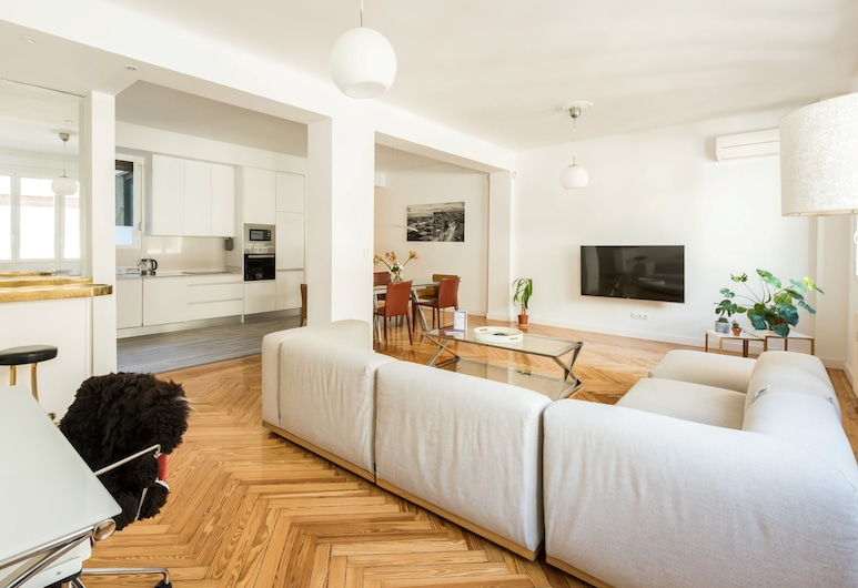 Capitol City Center, Madrid, Apartment, 3 Bedrooms, Living Room