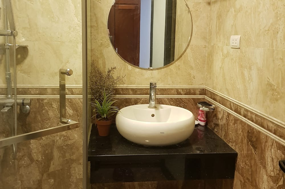 City Double Room, 1 King Bed, Non Smoking, City View - Bathroom