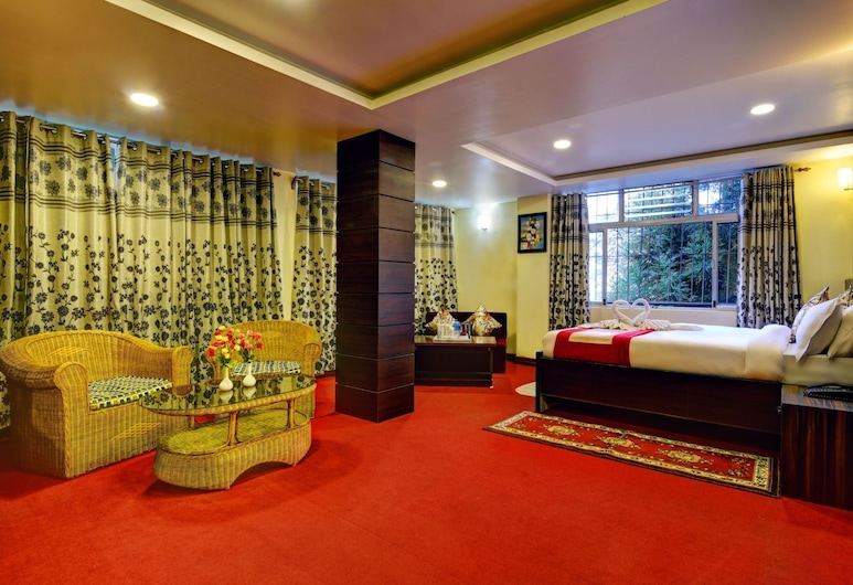 Golden Dolma, דרג'ילינג, חדר סופריור זוגי, מיטה זוגית, נוף להר, סלון
