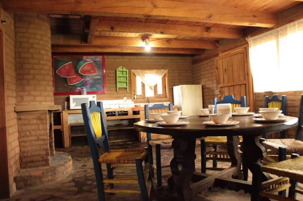 Classic Cabin - In-Room Dining