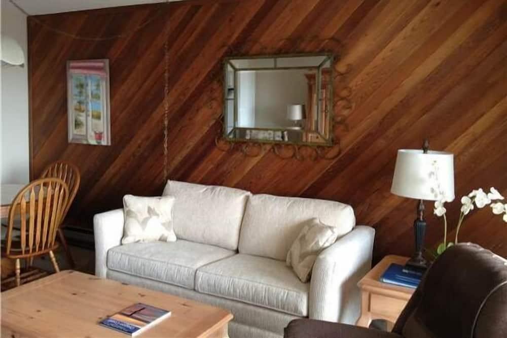 Condo, 1 Bedroom, Balcony, Partial Ocean View - Living Area