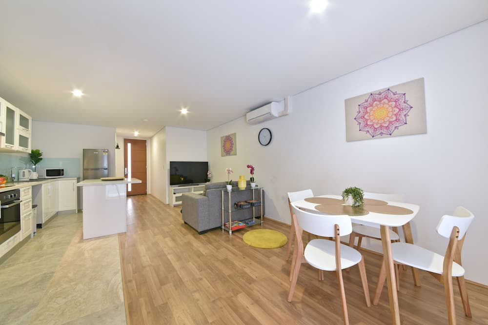 Apartmán, 2 ložnice, vlastní koupelna - Obývací prostor