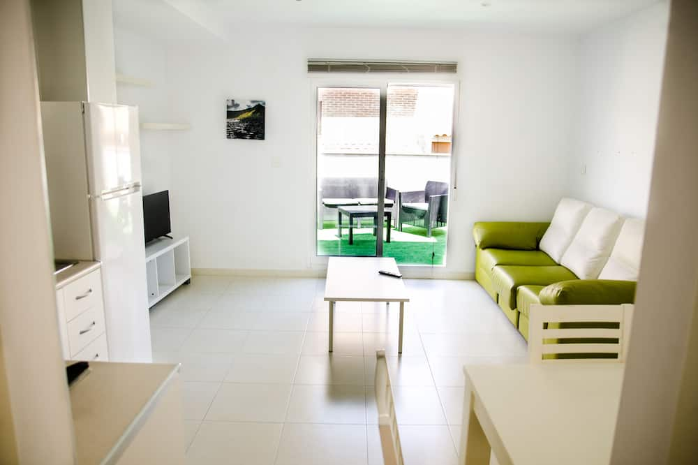 Penthouse, 2 Bedrooms, Terrace - Living Room