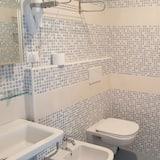 Standard szoba kétszemélyes ággyal, erkély - Fürdőszoba