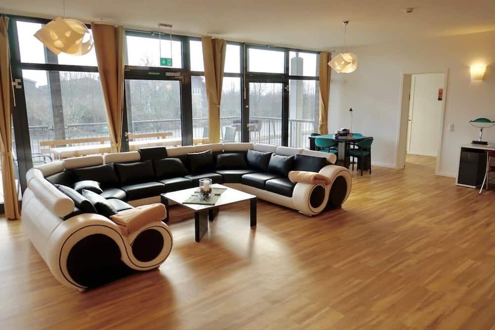 Apartment, 8 bedrooms, 4 bathrooms, sauna, terrace, garden - Living Area
