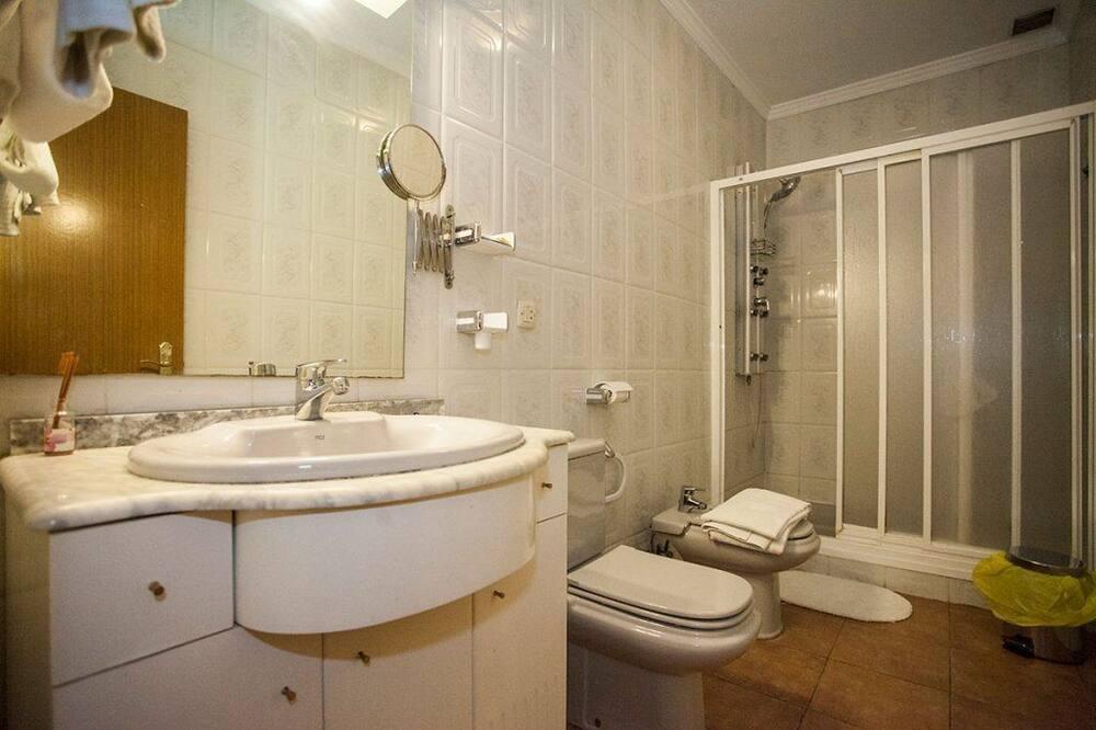 Phòng đôi hoặc 2 giường đơn - Phòng tắm