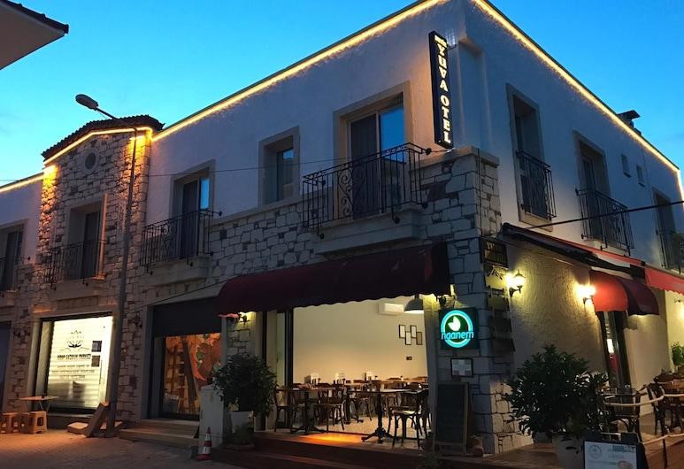Yuva Hotel, Çeşme, Otelin Önü