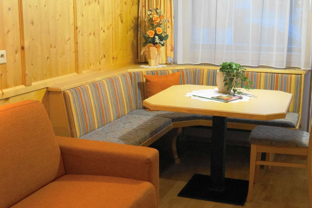 Apartment, 1 Bedroom, Park View - In-Room Dining