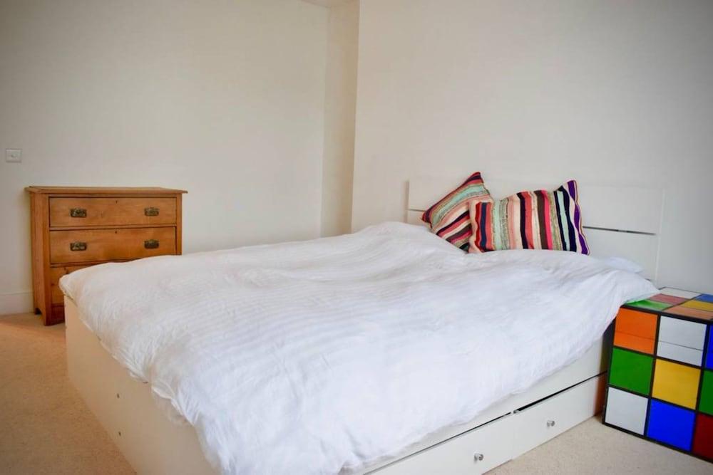 Modern Maisonette By Chalk Farm London Guest Room