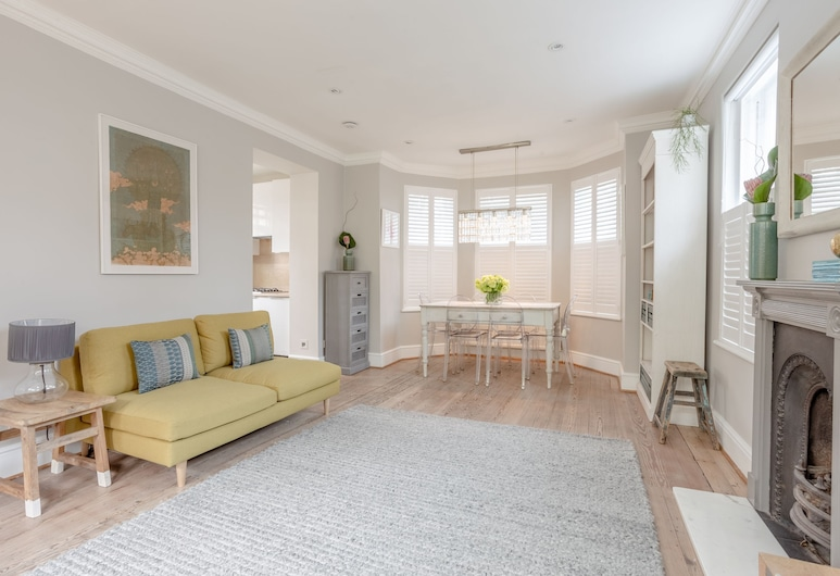 Kings Cross House Sleeps 6, London, Townhome, 3 Bedrooms, Living Area