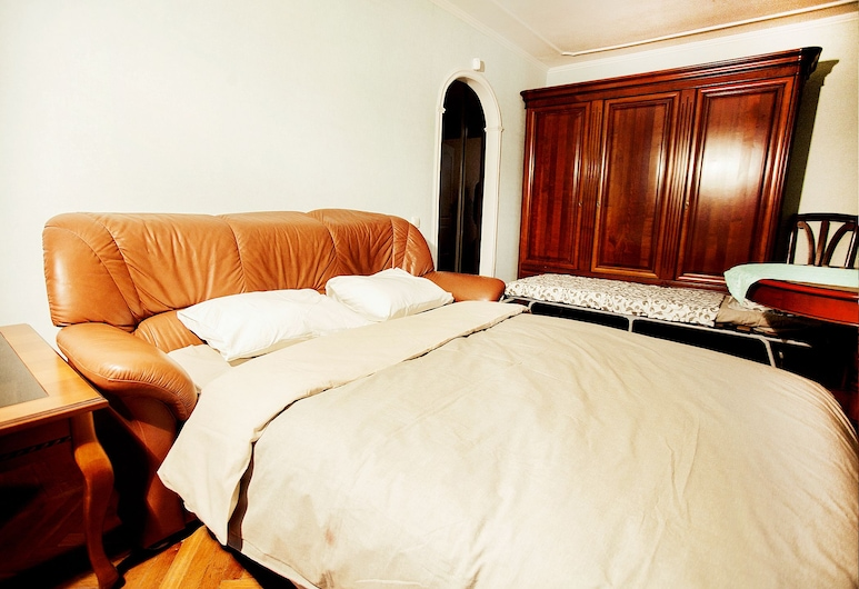 Funny Dolphins Apartments Kropotkinskiy, Moscow, Apartment, 2 Bedrooms, Room