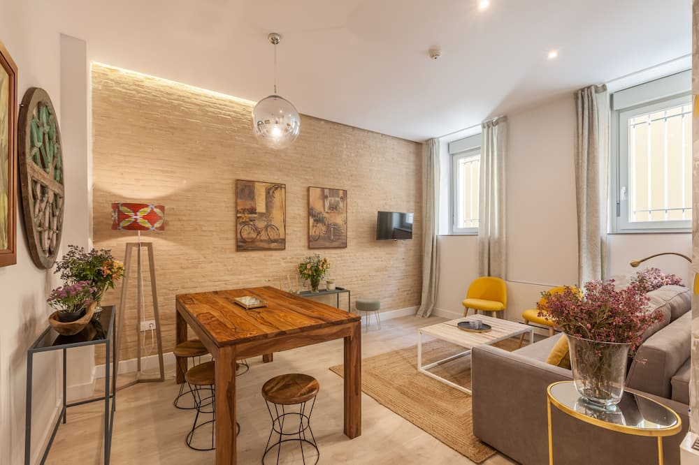 Deluxe Apartment, 2 Bedrooms (Murillo) - Living Room