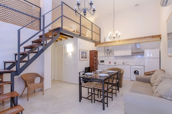 Imagen de Sevilla Alquila Amplios Duplex en Triana en Sevilla