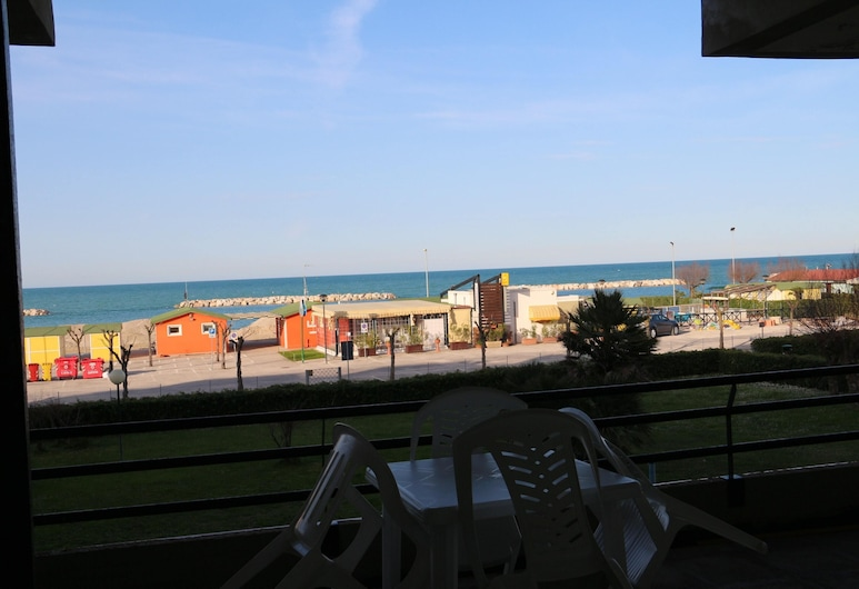 Apartment With 2 Bedrooms in Fano, With Wonderful sea View, Furnished Balcony and Wifi - 50 m From the Beach, פאנו