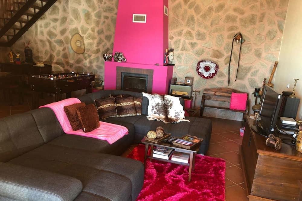 Rumah Comfort, 2 kamar tidur, kolam renang pribadi - Ruang Keluarga