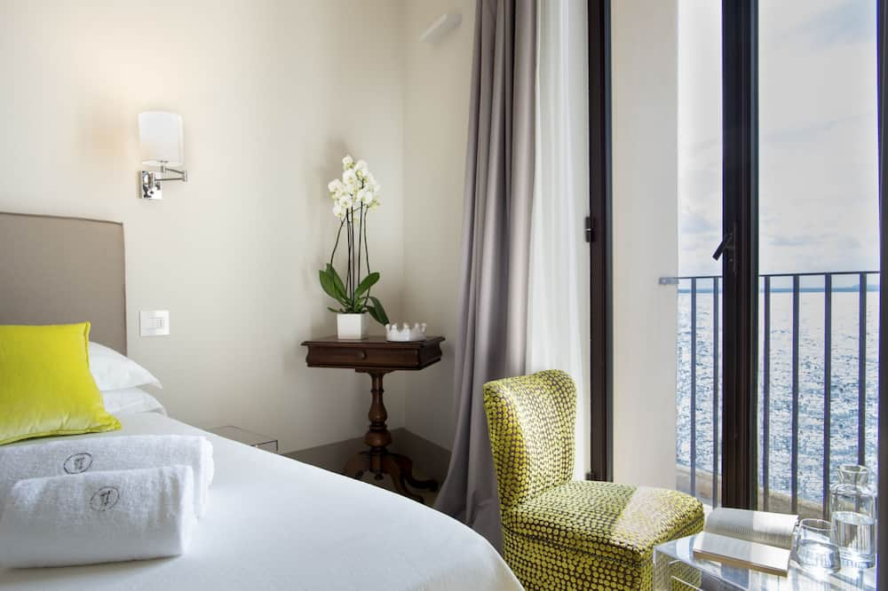 Classic Double Room, Partial Sea View - Water view