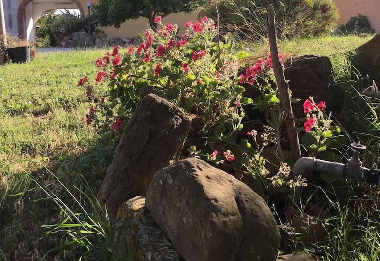 アグリツーリズモ ス ビステントゥ, イグレージアス, 庭園