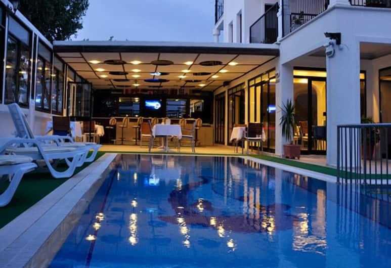 메칸 호텔, 보드룸, 야외 수영장