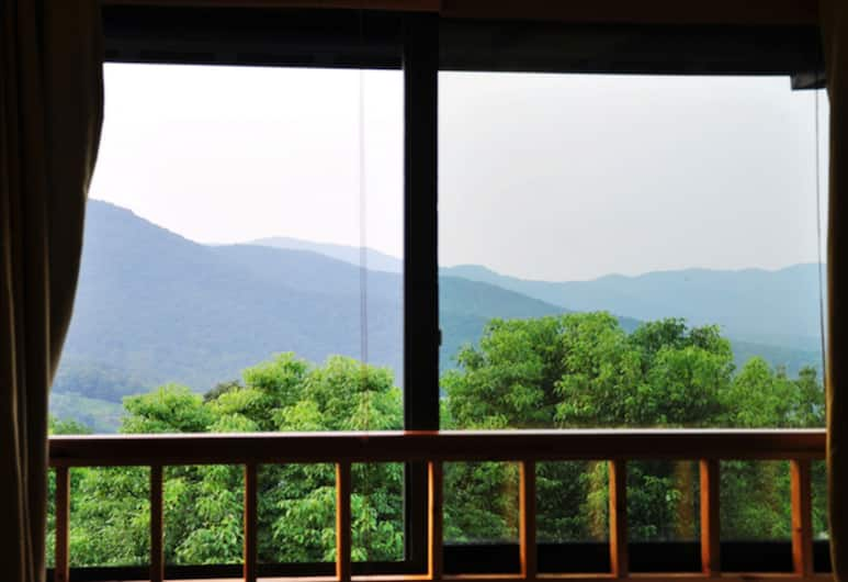 Westlake Longshang Boutique Hotel, Hangzhou, Suite with Mountain View, Guest Room View
