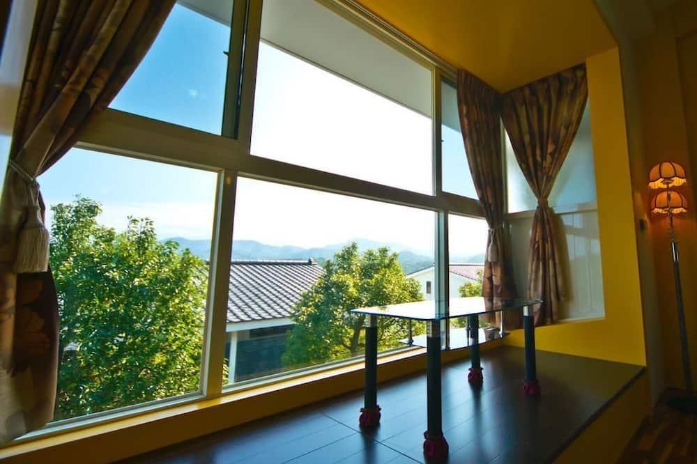 Standartinio tipo keturvietis kambarys, 2 standartinės dvigulės lovos, vaizdas į kalnus, Mezoninas - Pagrindinė nuotrauka