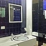 Chambre Double, salle de bains commune (Terrace) - Salle de bain
