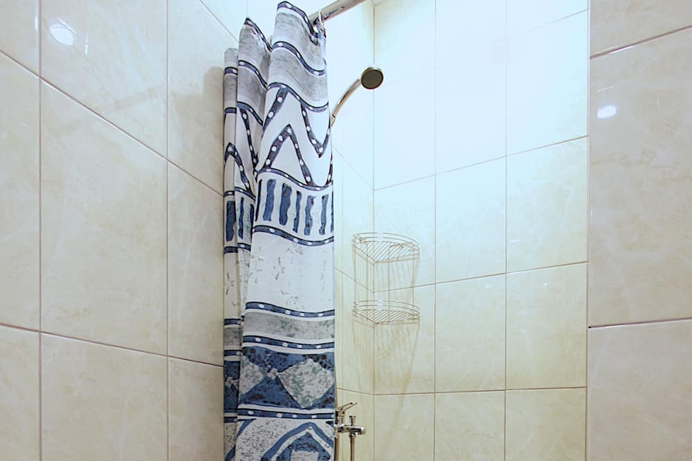 Standard Τετράκλινο Δωμάτιο - Ντουζιέρα μπάνιου