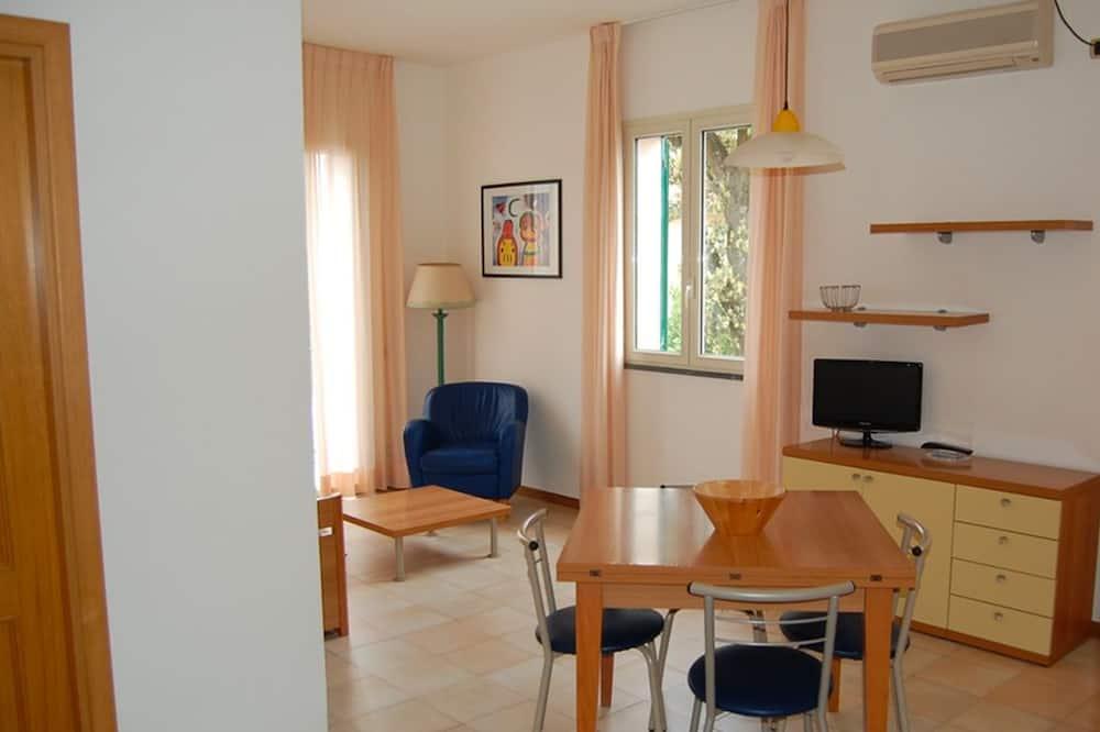 Standardní apartmán, výhled do dvora - Obývací pokoj