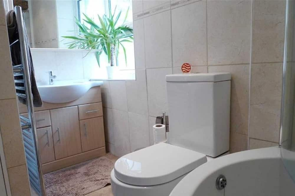 Family Cottage, 3 Bedrooms - Bathroom