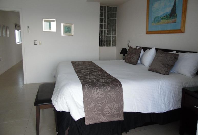 EL Cantil - Coconut Penthouse - Ocean Front One Bedroom - Stunning Sunset Views!, Cozumel