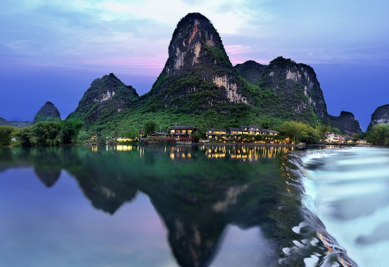 Yangshuo Mountain Retreat, Guilin, Pohľad na hotel – večer/v noci
