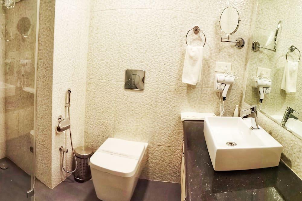 Superior Double Room, Non Smoking, Courtyard View - Bathroom