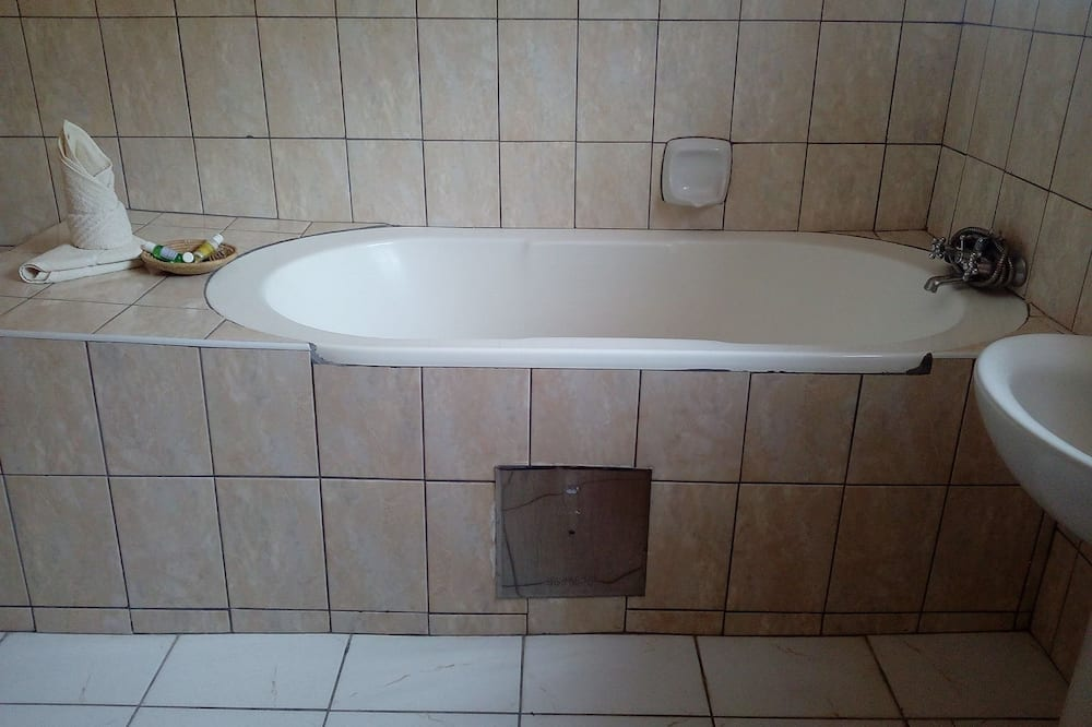 Executive Double Room, Accessible - Bathroom