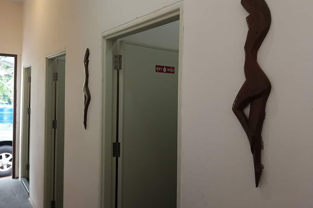 Standard Room for 12 People with Shared Bathrooom  - Badezimmer