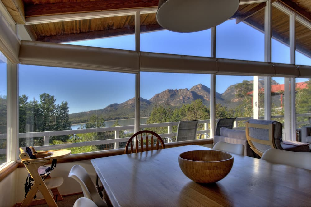 Panoramic House, 3 Bedrooms, Ocean View, Beachfront - In-Room Dining