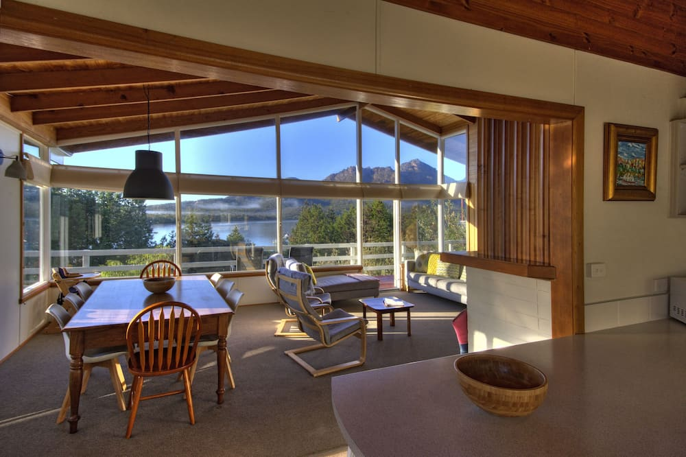 Panoramic House, 3 Bedrooms, Ocean View, Beachfront - Living Area