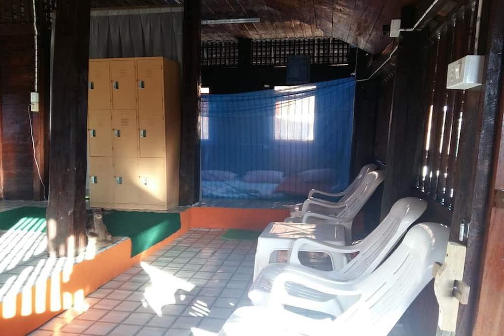 Dormitory Room with Shared Bathroom - Coin séjour