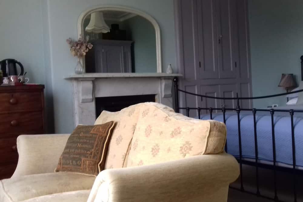 Darījumklases divvietīgs numurs ar papildu ērtībām, daļējs skats uz jūru (King-Room 3) - Dzīvojamā zona