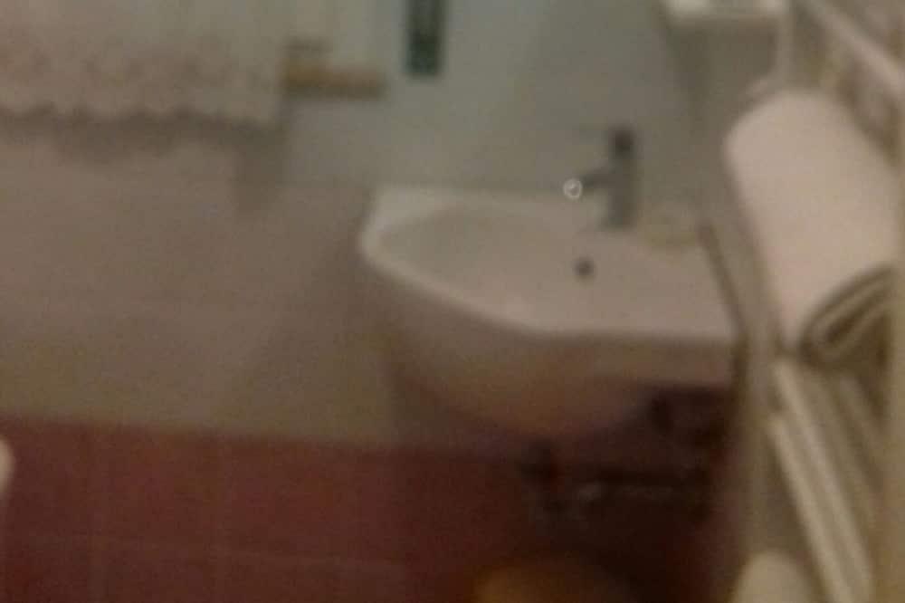 غرفة فردية - حوض الحمام