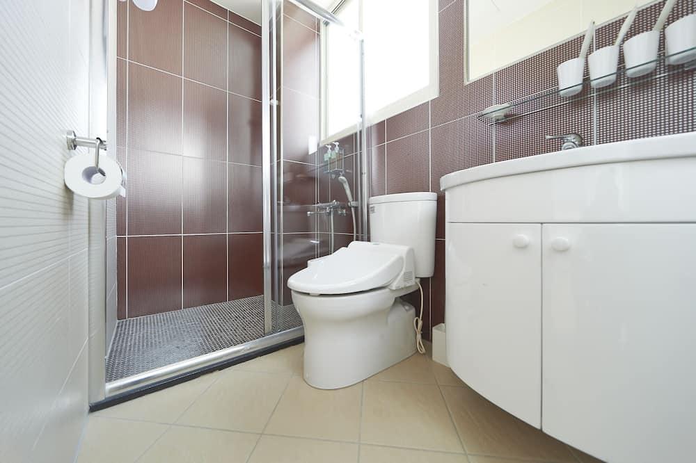 Deluxe-Vierbettzimmer, Terrasse - Badezimmer