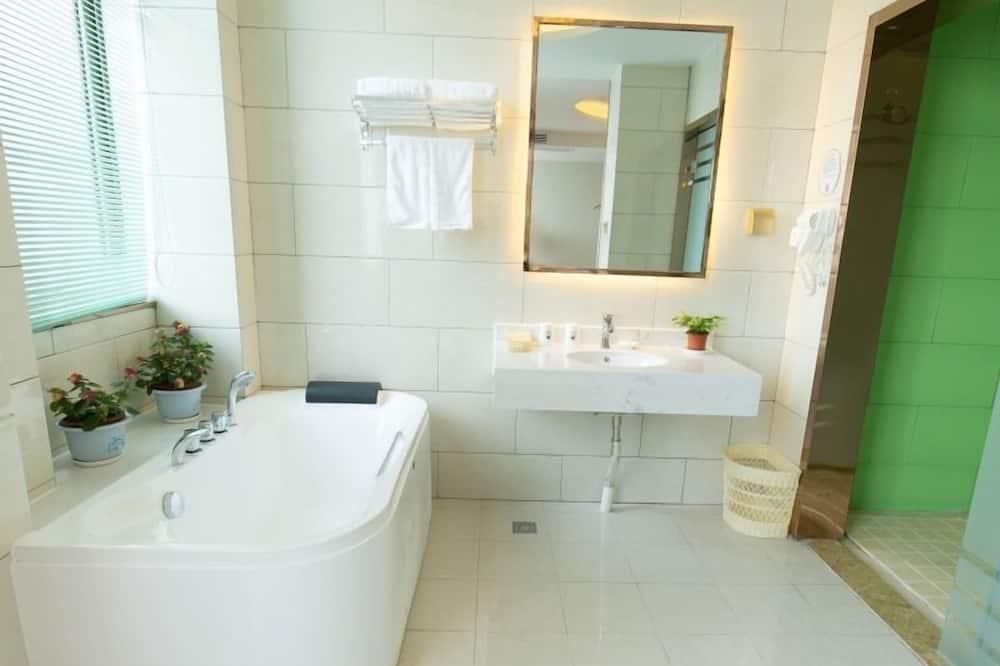 Deluxe Suite Room - Bathroom