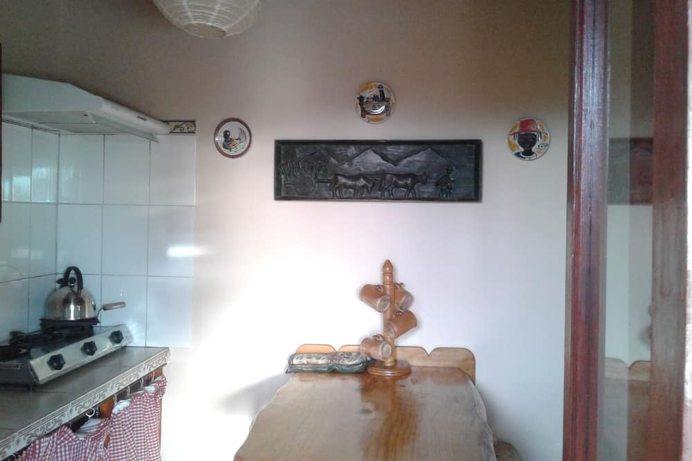 Poilsio namelis, 1 standartinė dvigulė lova - Vakarienės kambaryje