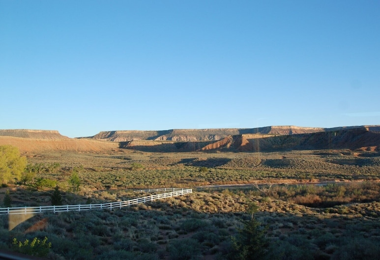 Amazing Views to Zion NP & Local Cliffs With Access to Virgin River. Very Quiet, Virgin, Kamar