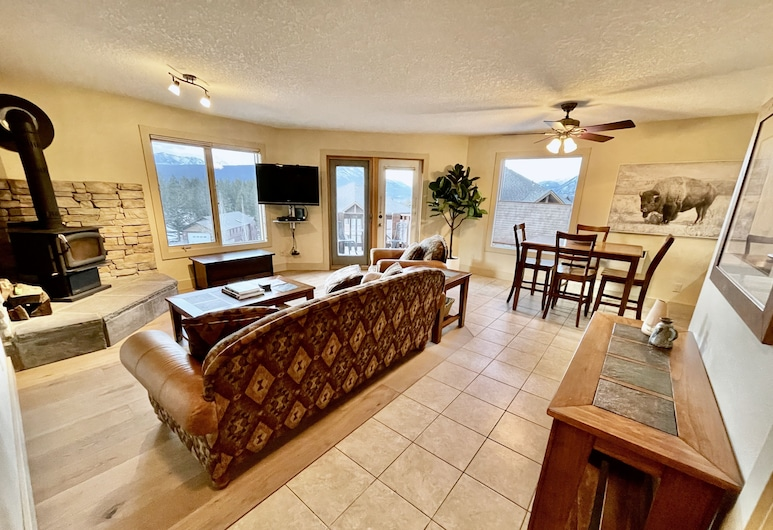 Mountain View Condo, Radium Hot Springs, Living Room