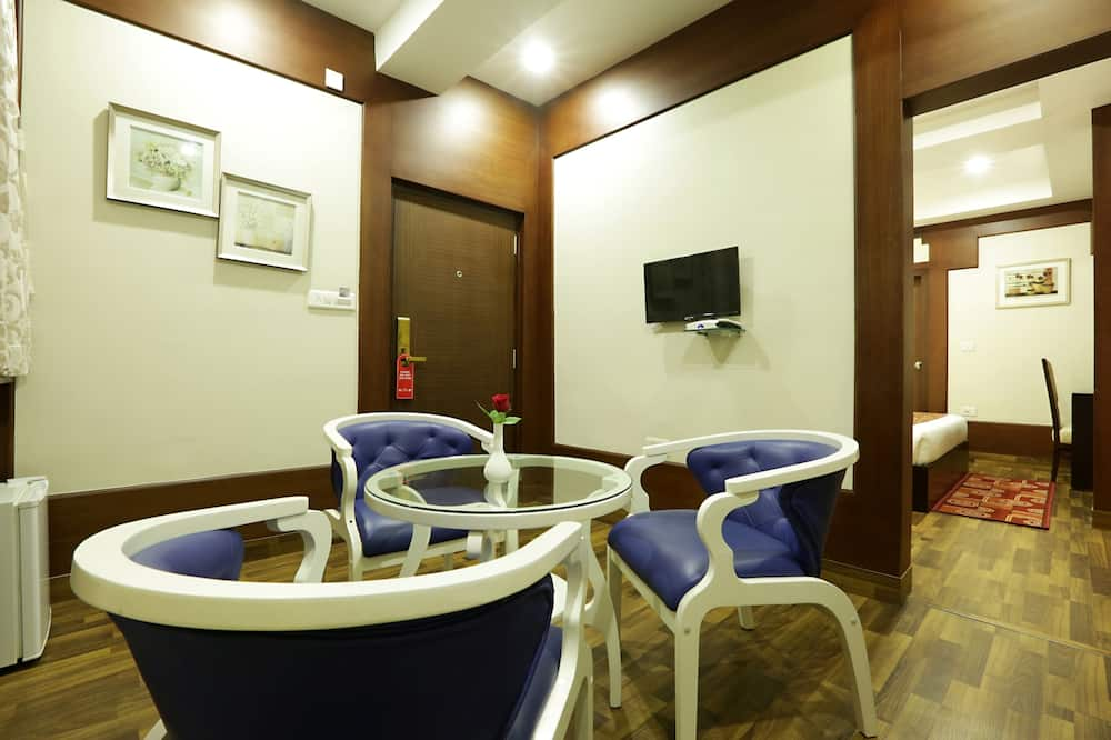 Grand Suite, 1 Bedroom, Smoking - Living Room