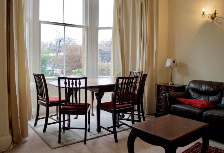 3 Bedroom Flat In Morningside, Edinburgh, Oturma Alanı