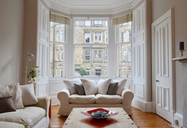 Central 2 Bedroom Flat, Edinburgh, Apartment, 2 Bedrooms, Living Area